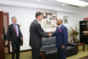 Ambassador of the United Kingdom calls on the Minister of Fo ... Image 1